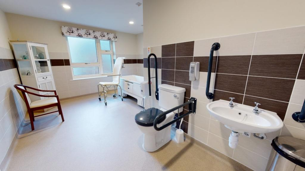 Brendoncare-Otterbourne-Hill-32-Assisted-Bathroom